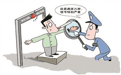 而在广州白云机场,之前安检员也遇到奇葩事,安检员通过x光机检查